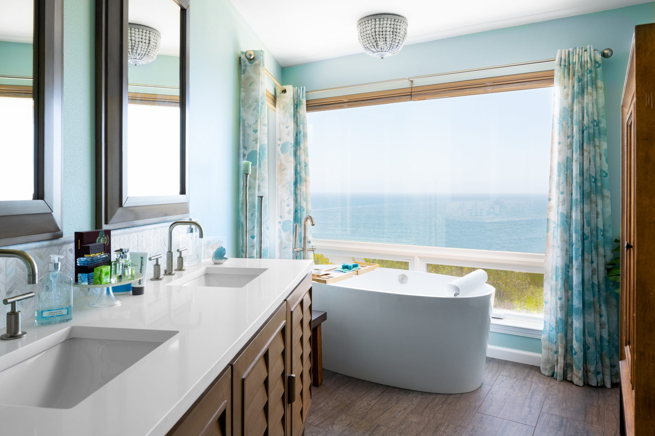 Stand alone tub with window view of the ocean