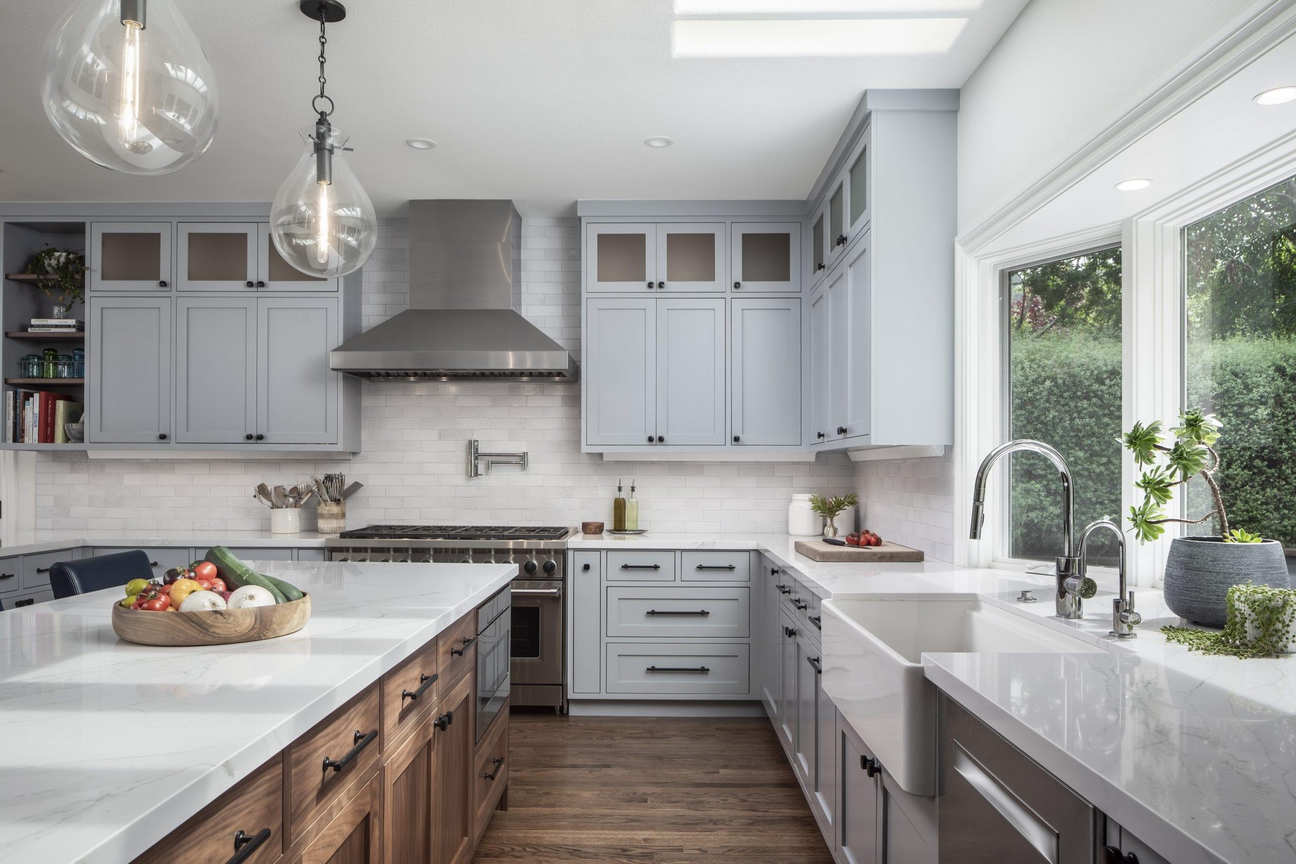 Walkway between kitchen island and kitchen sink