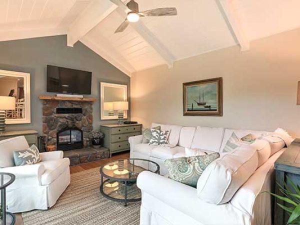 whole-house-remodeling-living-room-ookohiba0rfpcba0y7eis0tv2n3uqm3iw33unhd1uc (1)